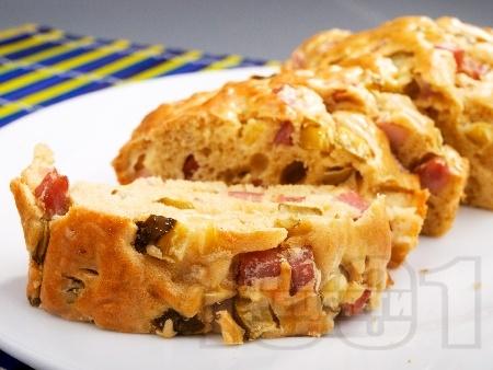 Солен домашен кекс с шунка, сирене и варени яйца - снимка на рецептата